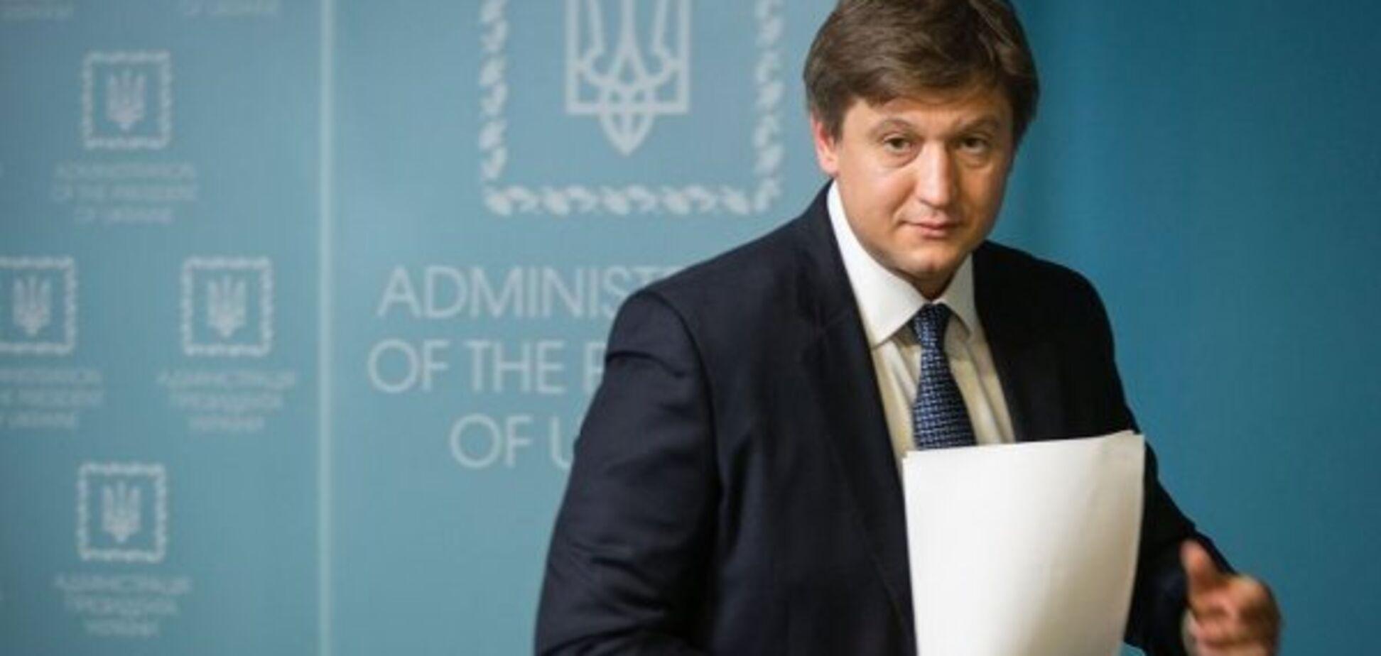 Можно и посадить: 'Обозреватель' нашел основания для немедленной отставки министра Данилюка