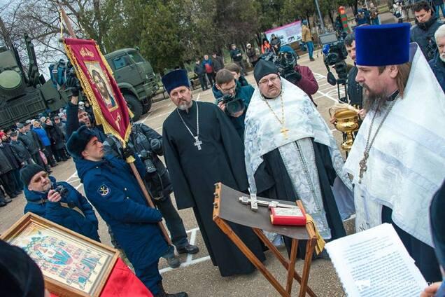 Освящение ракетных комплексов С-400 в Крыму священниками УПЦ МП