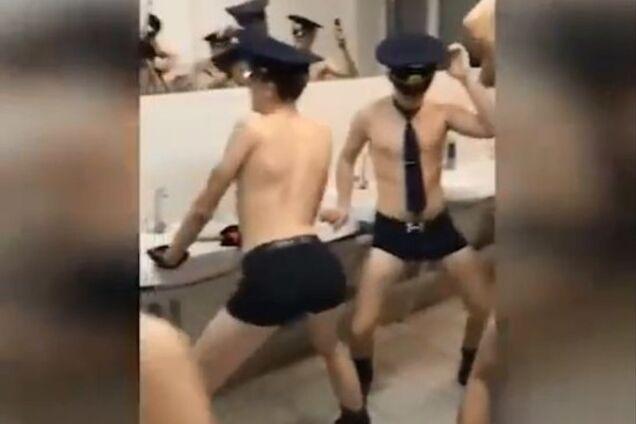 В России заступились за оскандалившихся провокационным видео курсантов