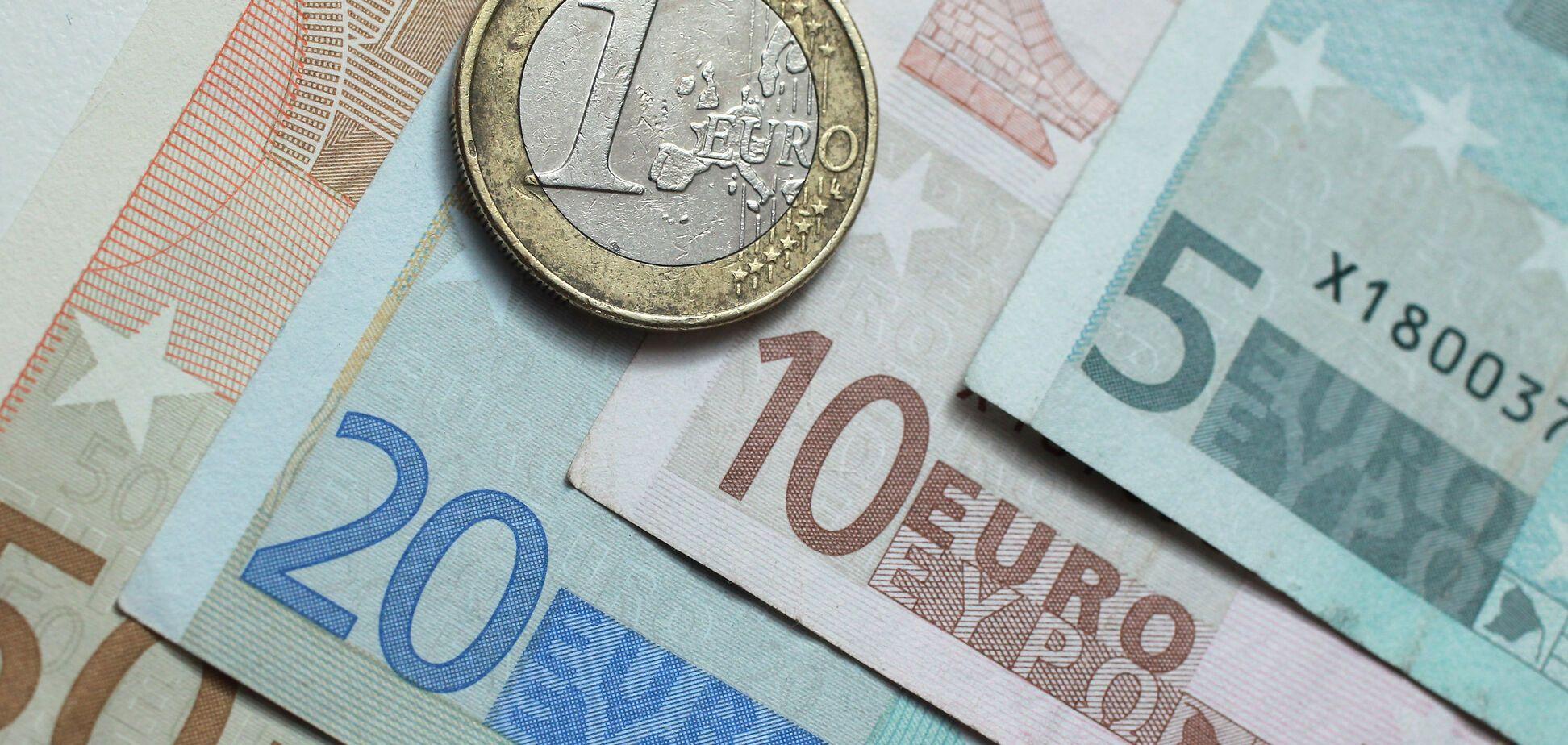 В Украине курс евро упал ниже психологической отметки