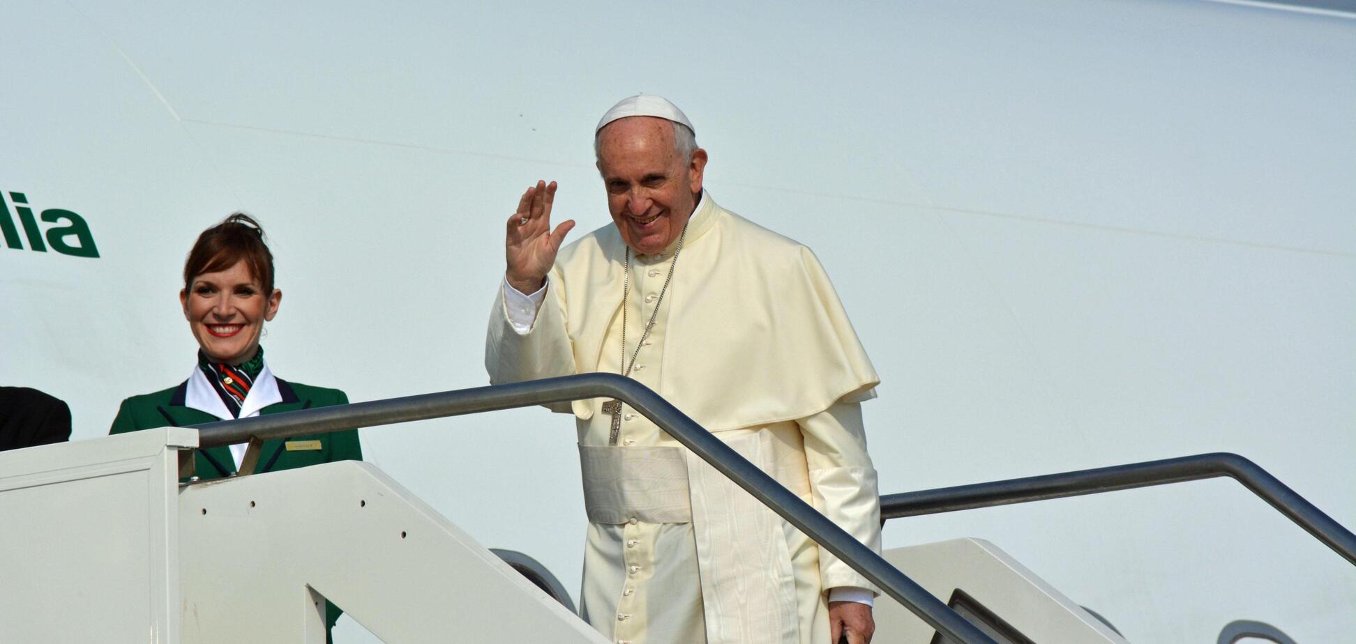 Папа Франциск благословил брак… в воздухе