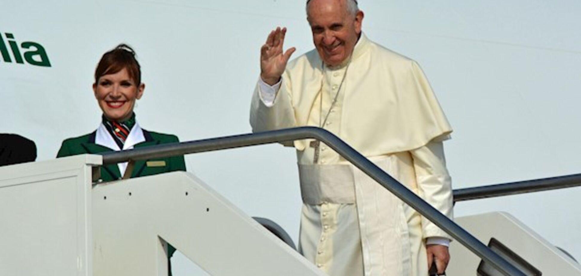 Папа Римський благословив шлюб у повітрі
