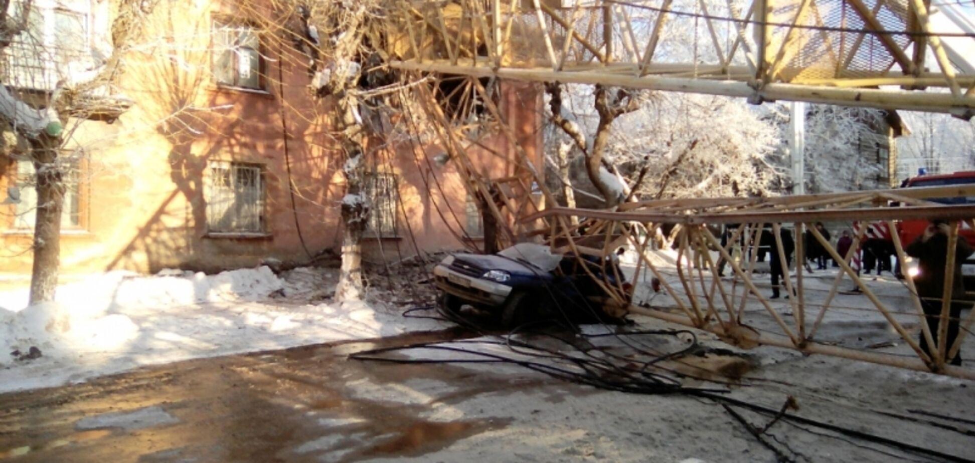 У Росії баштовий кран впав на житловий будинок: є жертва