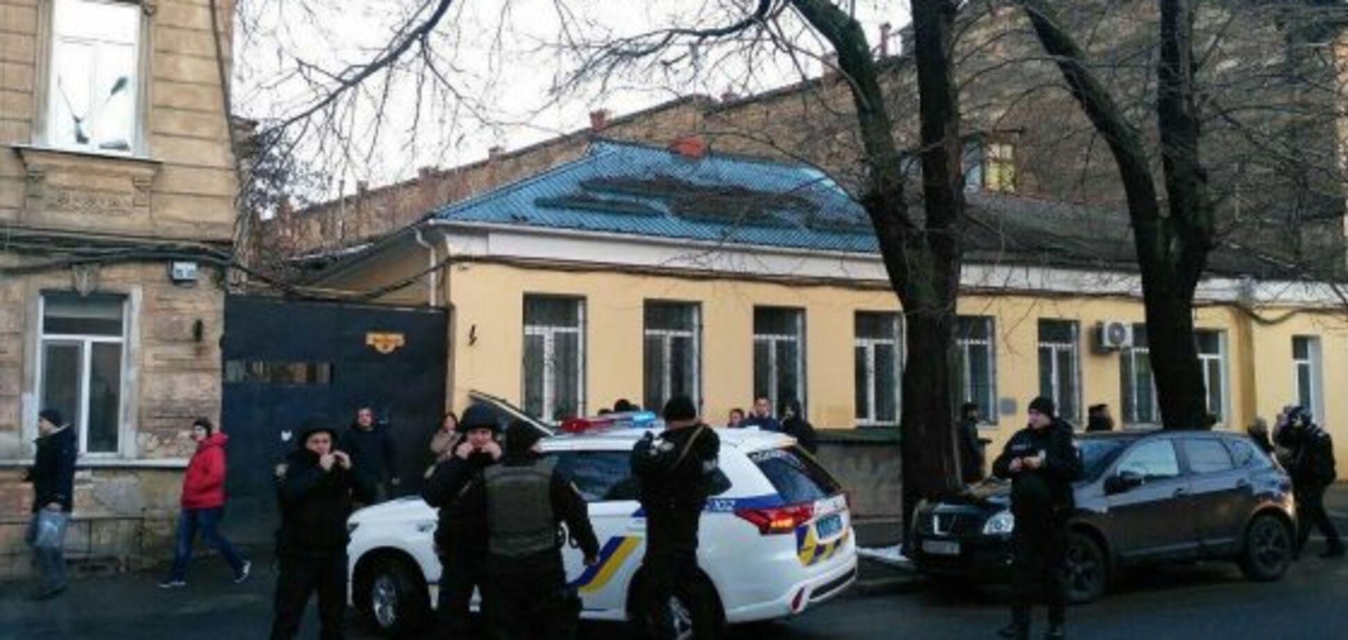 В центре Одессы произошла смертельная перестрелка: есть жертвы, пострадали полицейские. Опубликованы фото