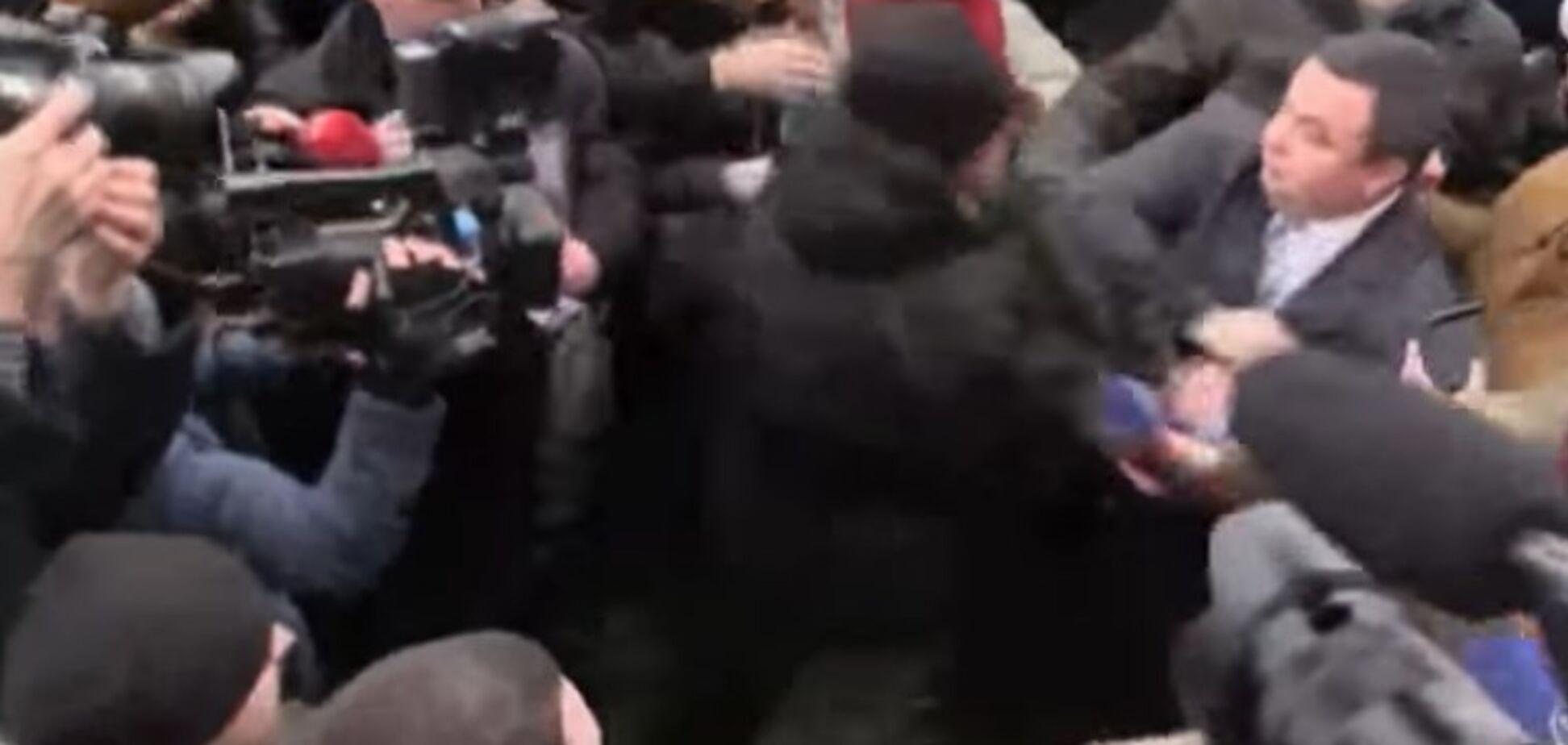 Нападение на главу полиции Киевщины: у Авакова призвали украинцев 'опомниться'