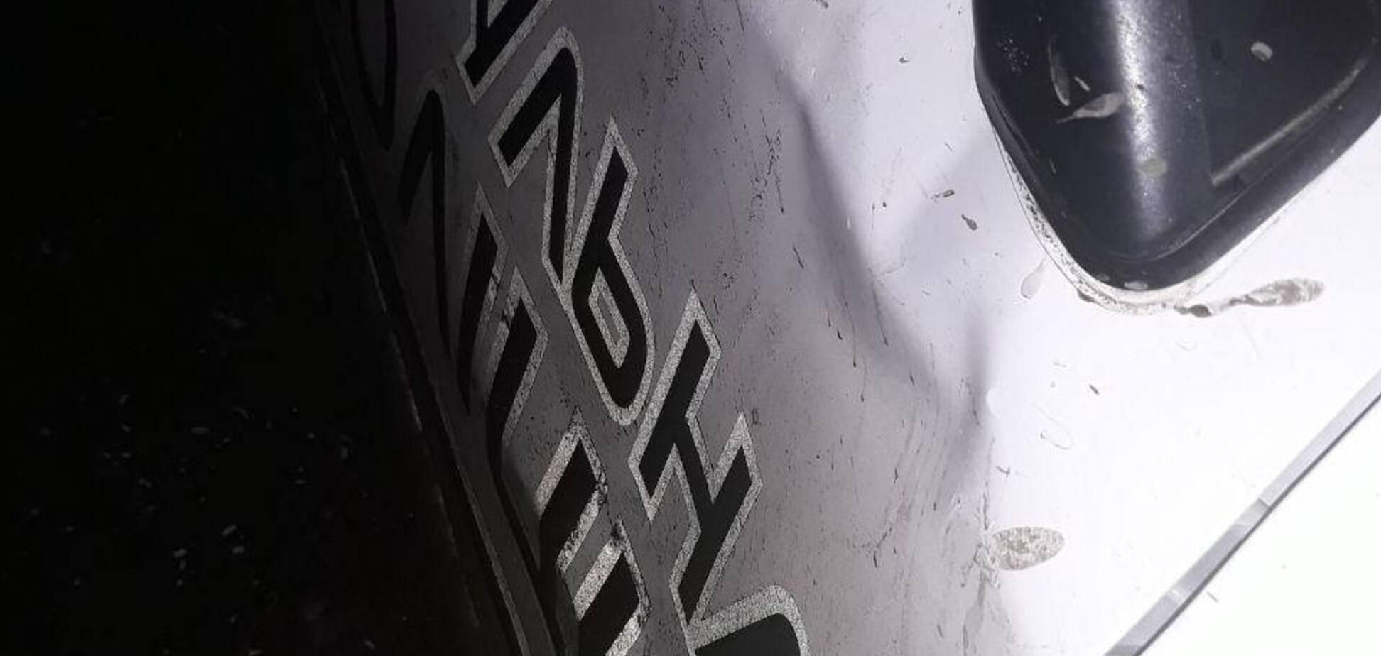В Запорожье выпивший водитель врезался в дверь PRIUSа копов (ФОТО)