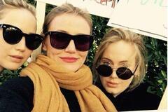 Голливудские звезды вышли на 'Марш женщин' в США: яркие фото шествий