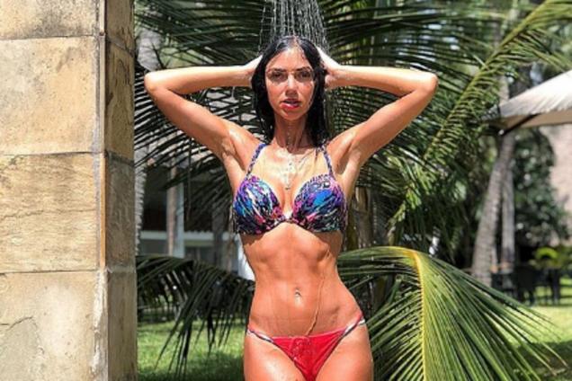 """""""Какое тело!"""" Украинская певица ошарашила поклонников сексуальной позой"""
