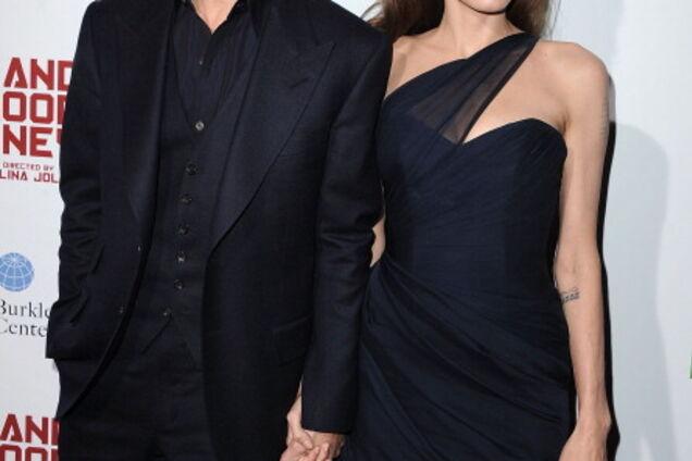 """""""Сказал выбирать..."""" Появились шокирующие детали о причинах развода Джоли и Питта"""