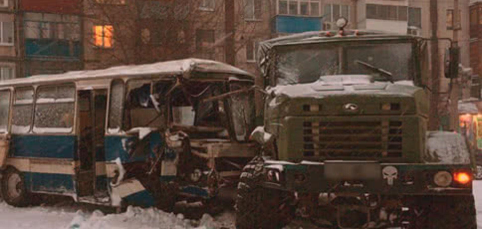 На Донбасі сталася ДТП із військовими та шахтарями: стали відомі подробиці