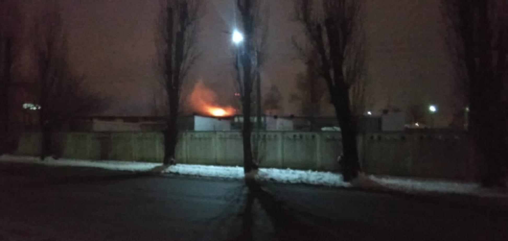 На Видубичах в Києві сталася пожежа: опубліковано відео