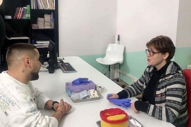 """Сдал тест на ВИЧ"": украинский певец взволновал фанов обращением"