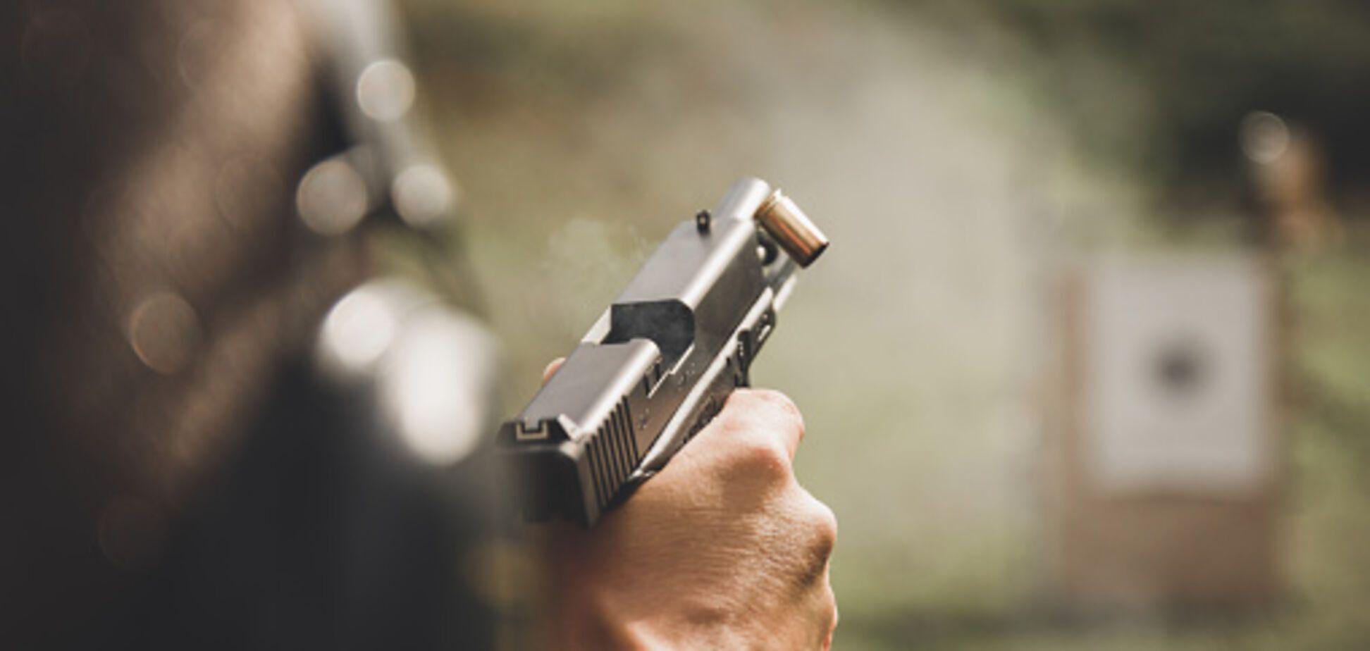В Киеве возле метро стреляли в мужчину