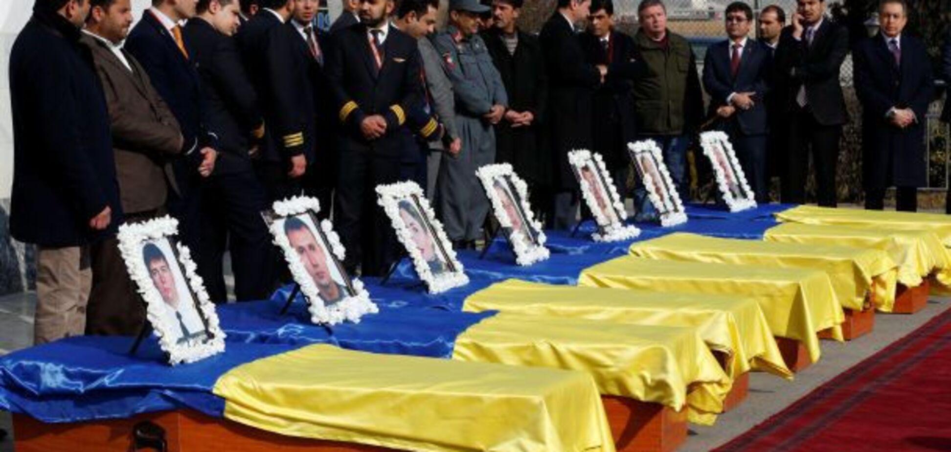 Гробы и флаги Украины: в Киев прибыл спецрейс с телами погибших в Кабуле