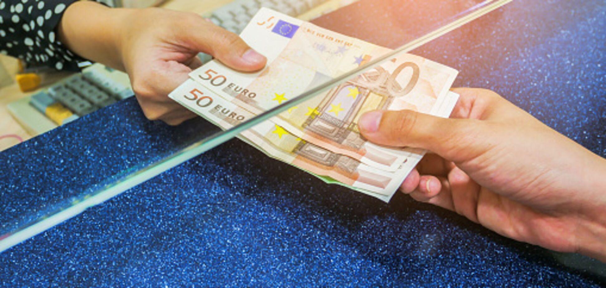 Гривня побила новый исторический антирекорд: Нацбанк обнародовал курс валют