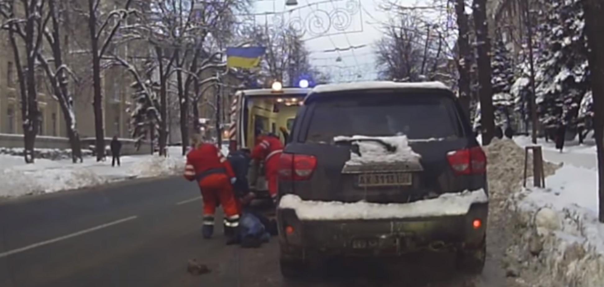 Поверили все: в Харькове инсценировали смерть чиновника. Появилось видео