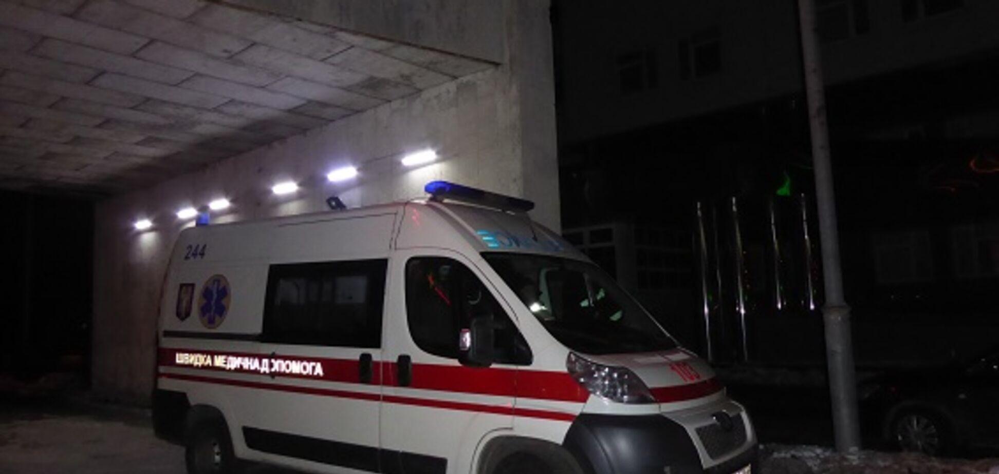Заступился за кондуктора: в Киеве избили и подстрелили мужчину