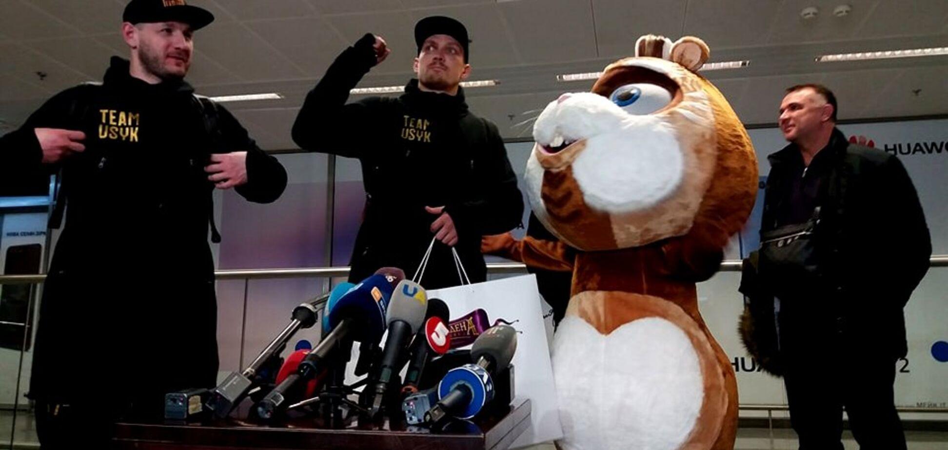 Чемпіон повернувся! Усику влаштували грандіозний прийом по прильоту до Києва: опубліковано відео