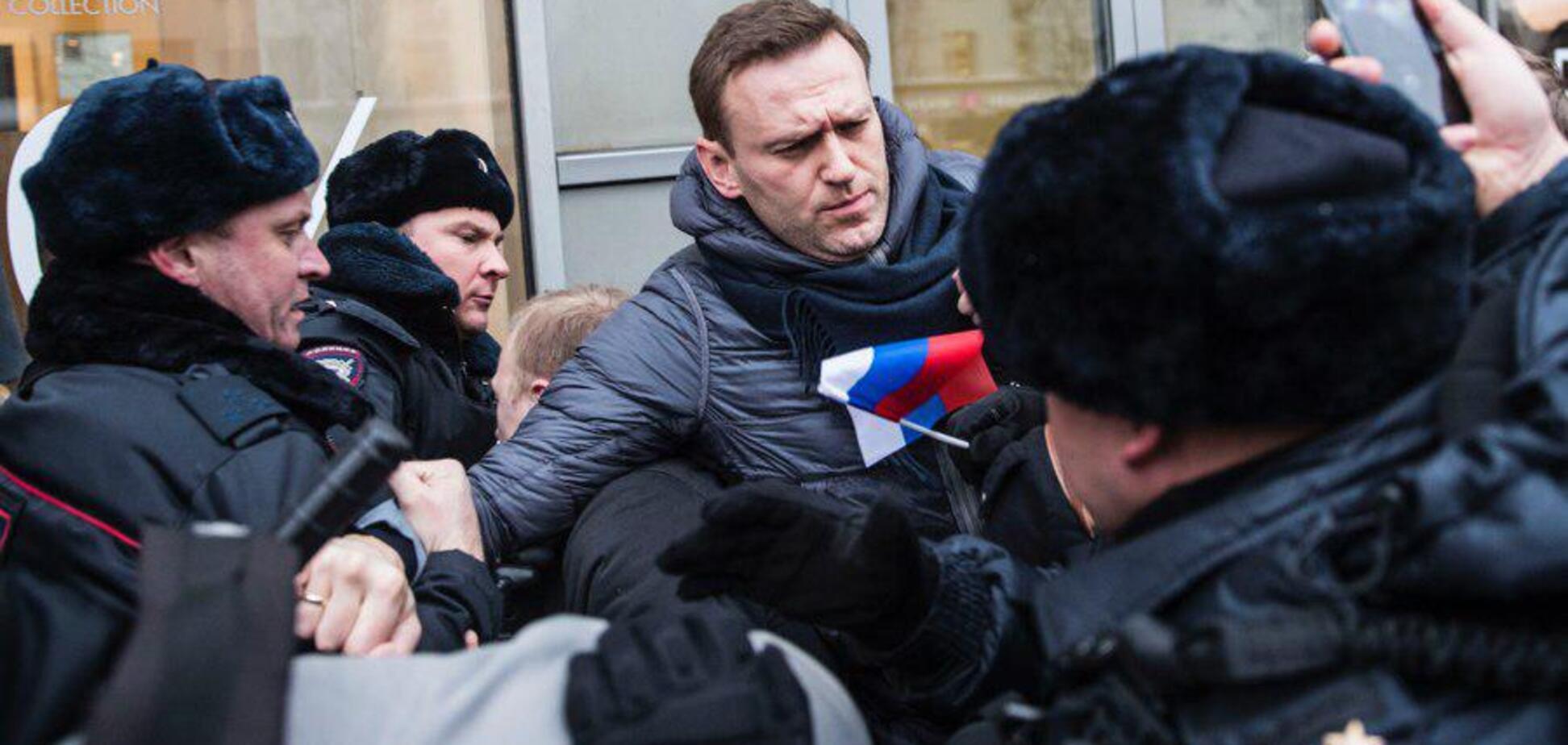 'С*ки позорные!' В Москве с боем задержали Навального: появилось видео