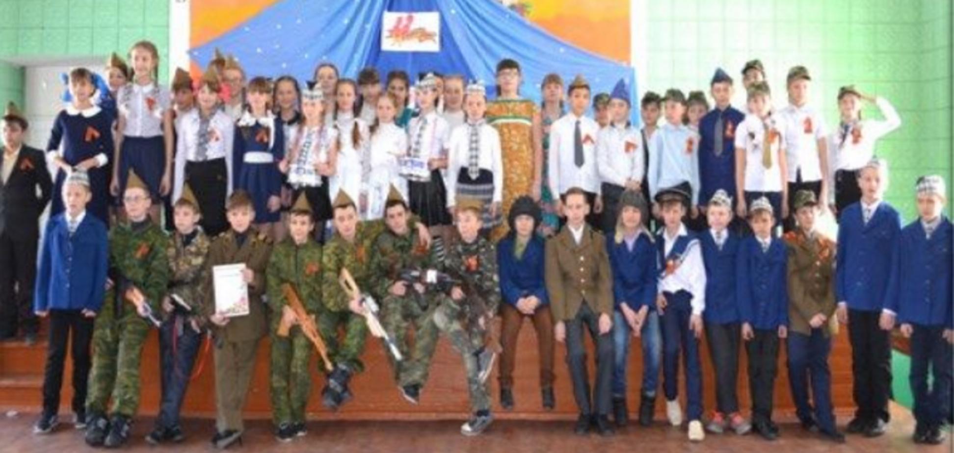 В сети рассказали, как оккупанты 'воспитывают' школьников в Луганске