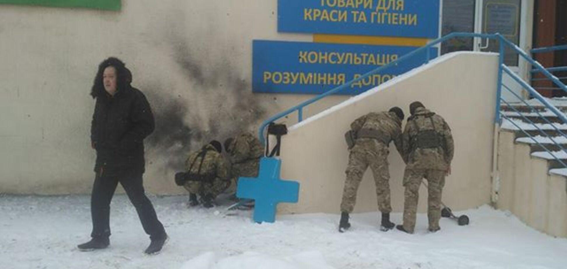 Оторвало пальцы: появились жуткие детали взрыва в Харькове