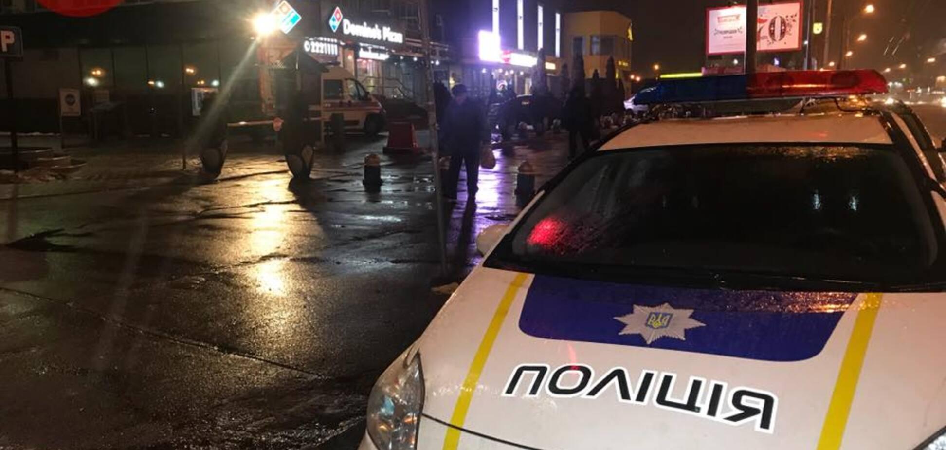 У піцерії Києва за шокуючими обставинами помер чоловік