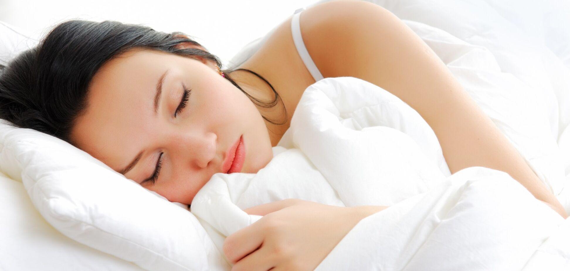 Як уберегтися від Альцгеймера: лікарі назвали правильну позу для сну