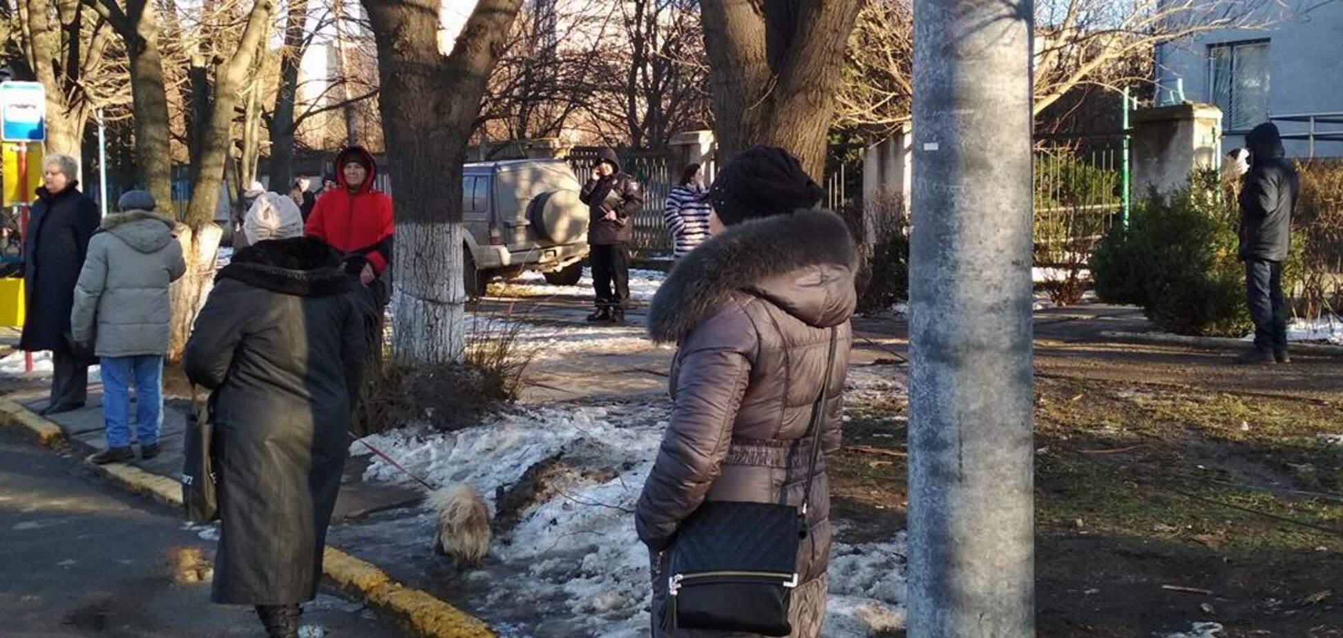 Джип влетів у зупинку: в Чернівцях ледь не повторилася харківська трагедія