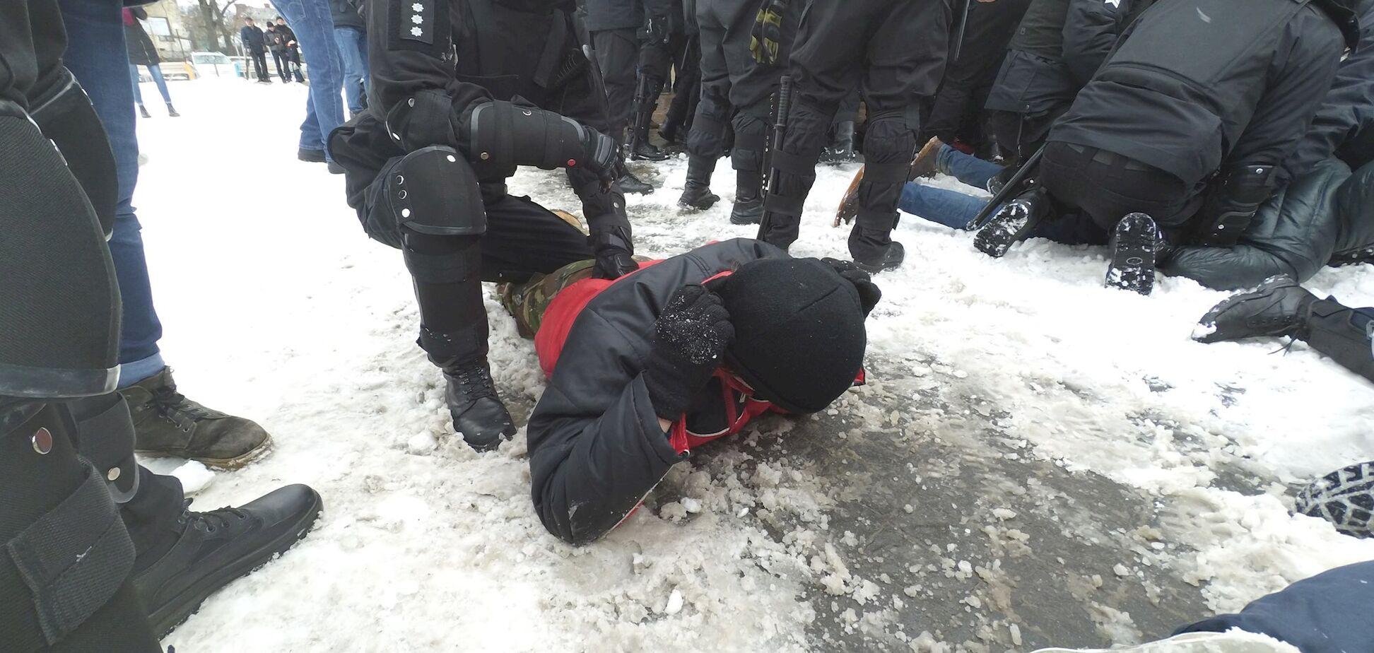 'Ломай ее нах*й': сеть возмутил рассказ о произволе львовской полиции