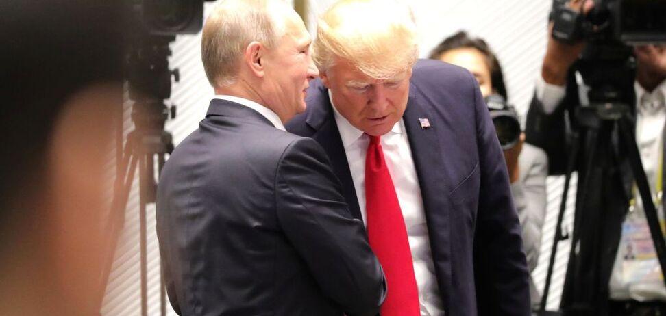 Почему Трамп не критикует Путина