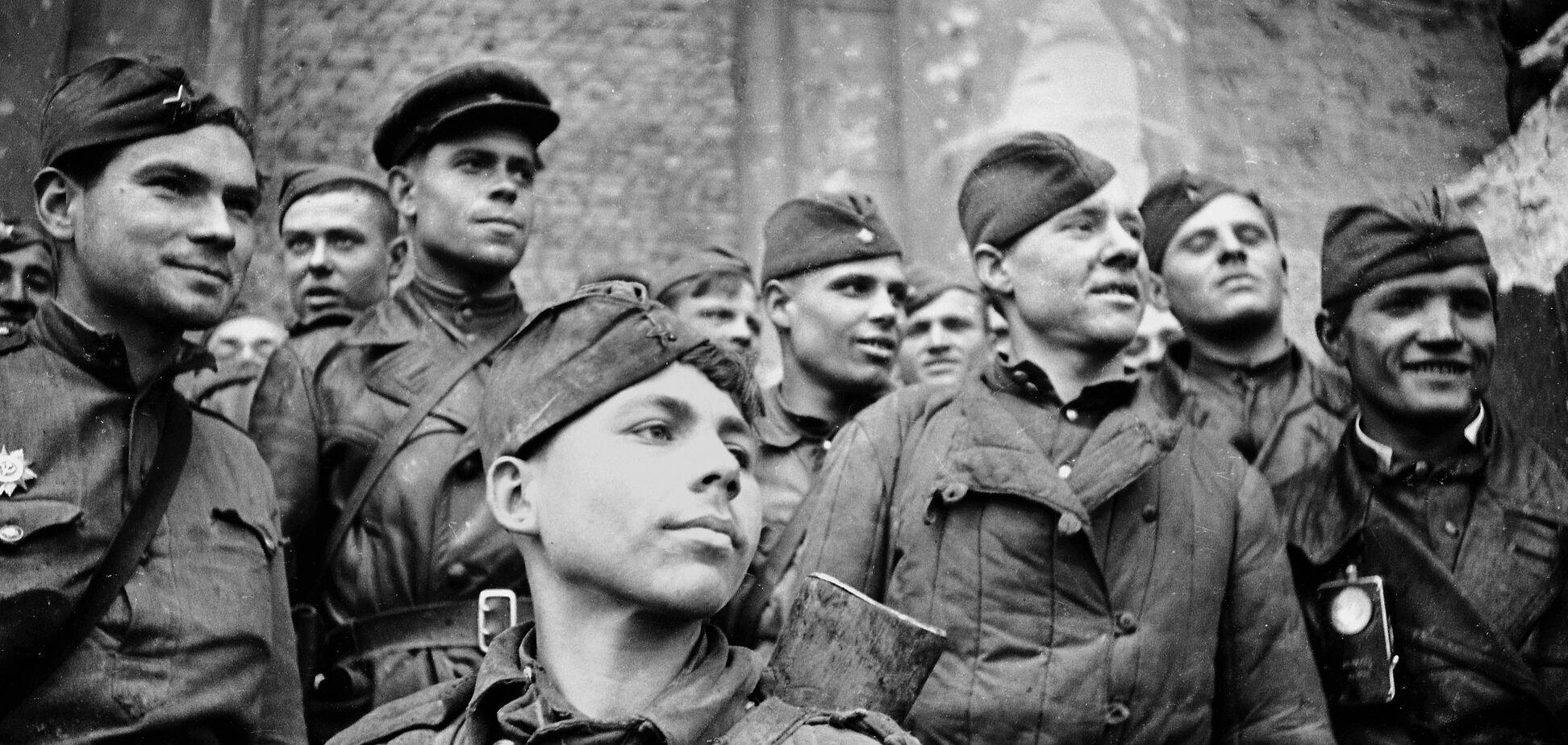 Россия негодует: Латвия приравняла солдат СССР к нацистам