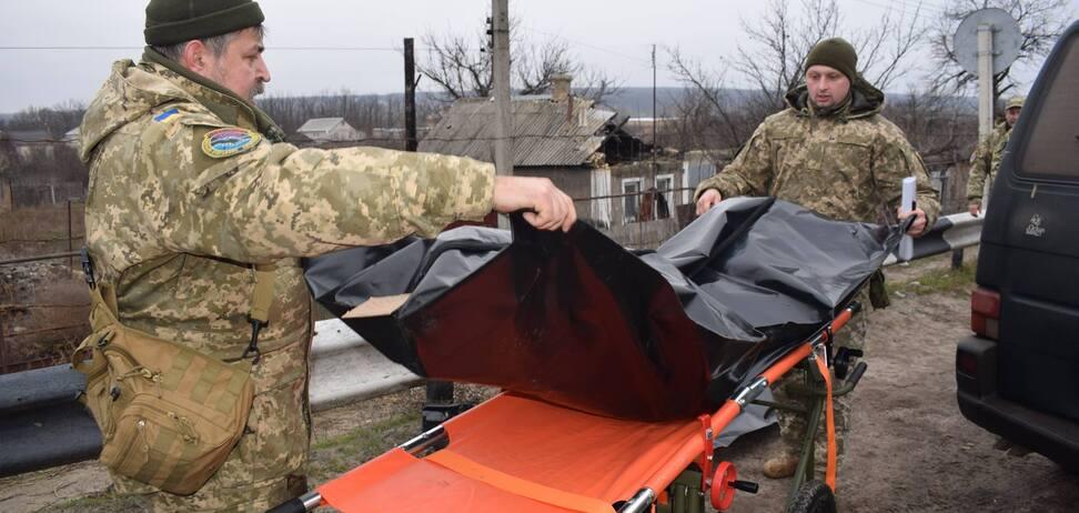 Украина передала 'ЛНР' тела ликвидированных террористов: фотофакт