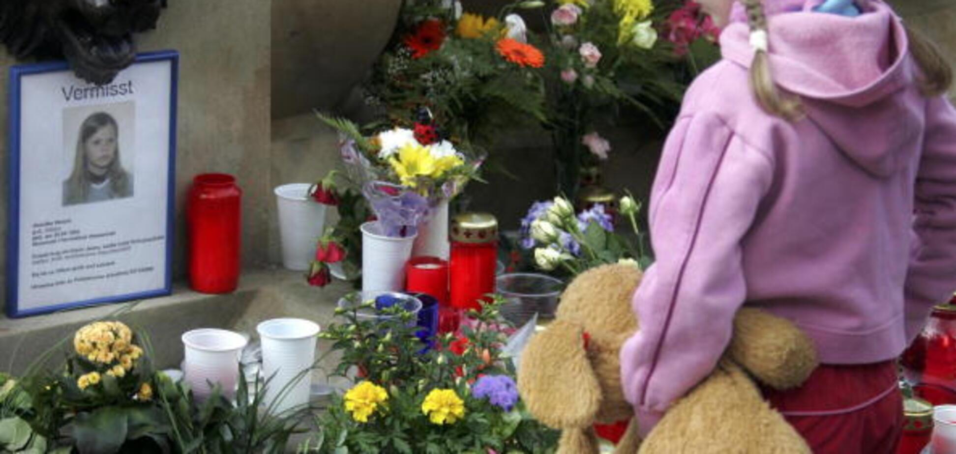 Отказ отпевать ребенка в Запорожье: у церкви УПЦ МП избили сочувствующих