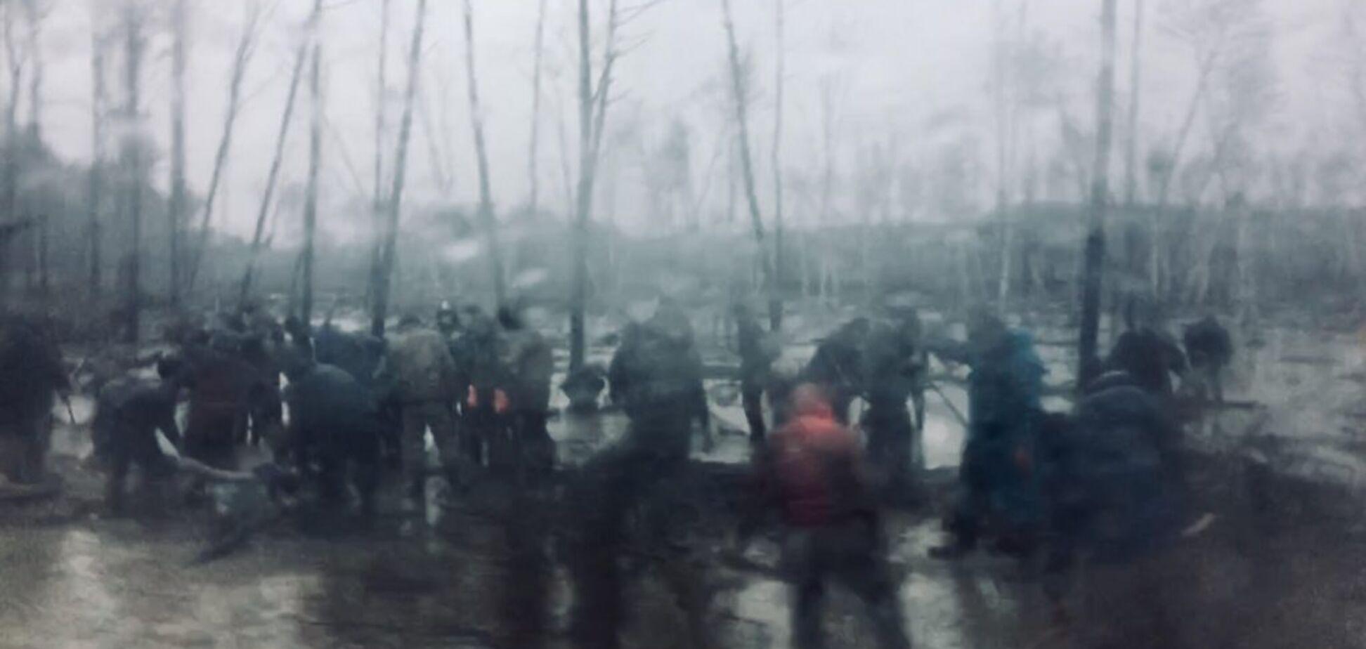 'МВД крышует': журналист показал масштабы нелегальной добычи янтаря в Украине