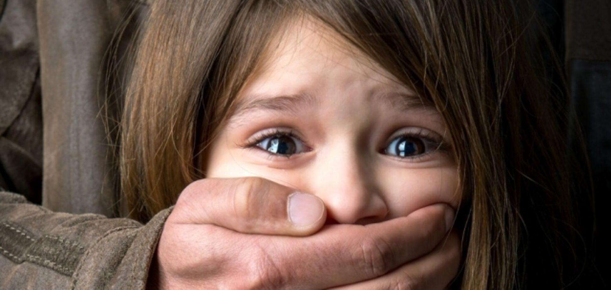 Вовремя спохватились: на Житомирщине строители спасли ребенка от педофила