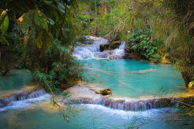 Как выглядит яркий водопад в Лаосе: опубликованы фото