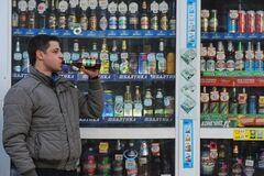 Больше пива ночью: в России придумали нелепый метод борьбы с санкциями США