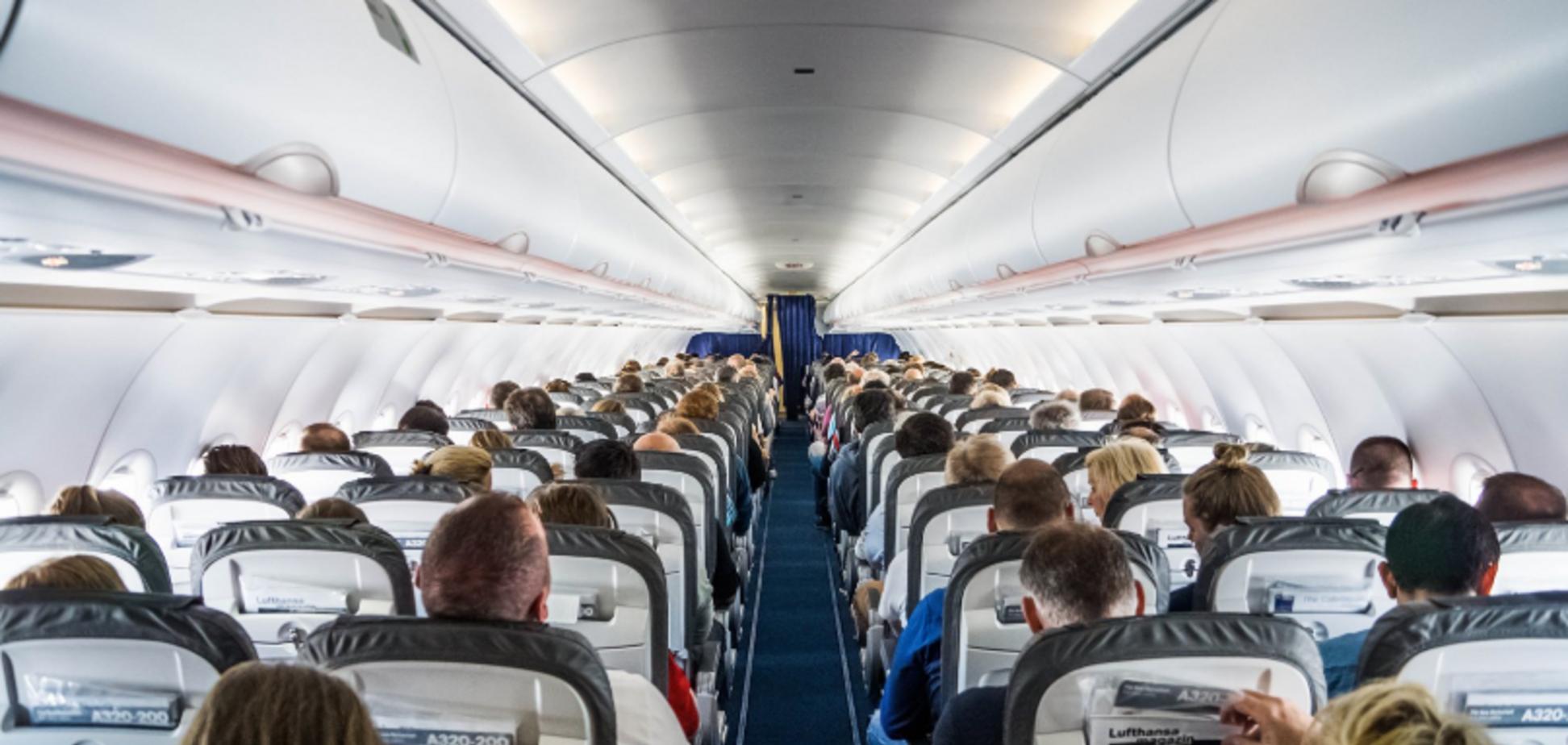 'Всегда омерзительно': стюардессы рассказали о главной опасности в самолетах