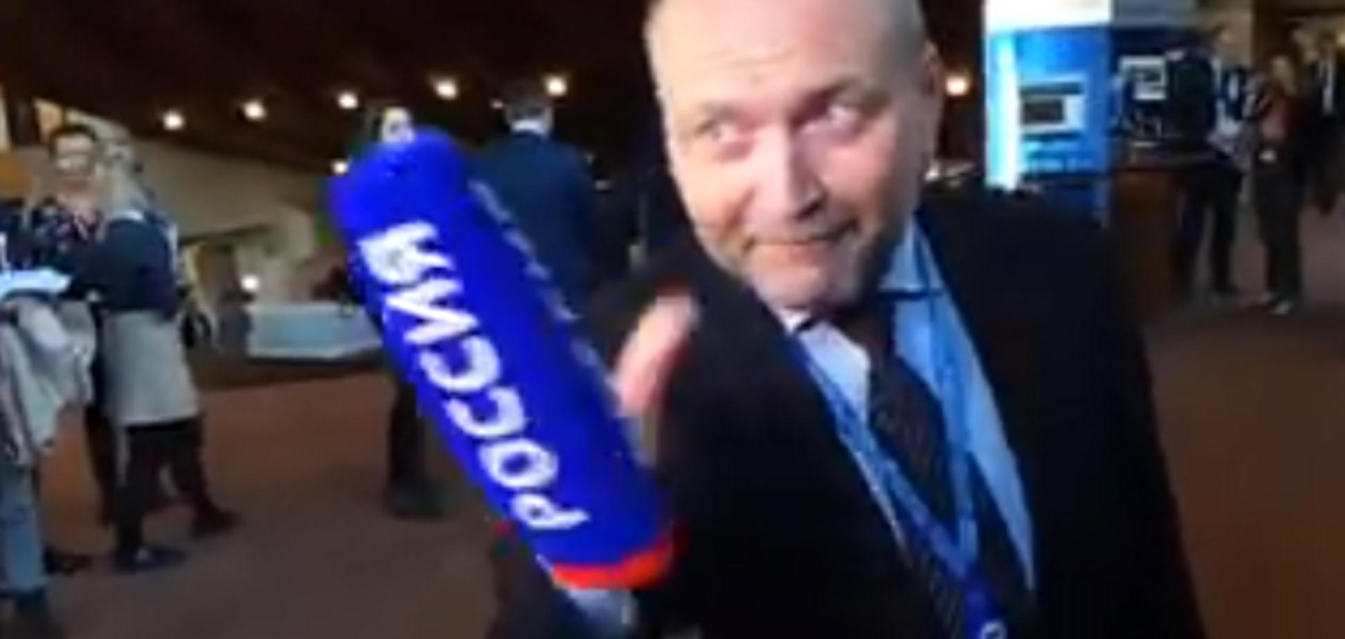 Побажав перемоги над Путіним і ''розбив'' мікрофон: нардеп принизив російську пропагандистку в прямому ефірі