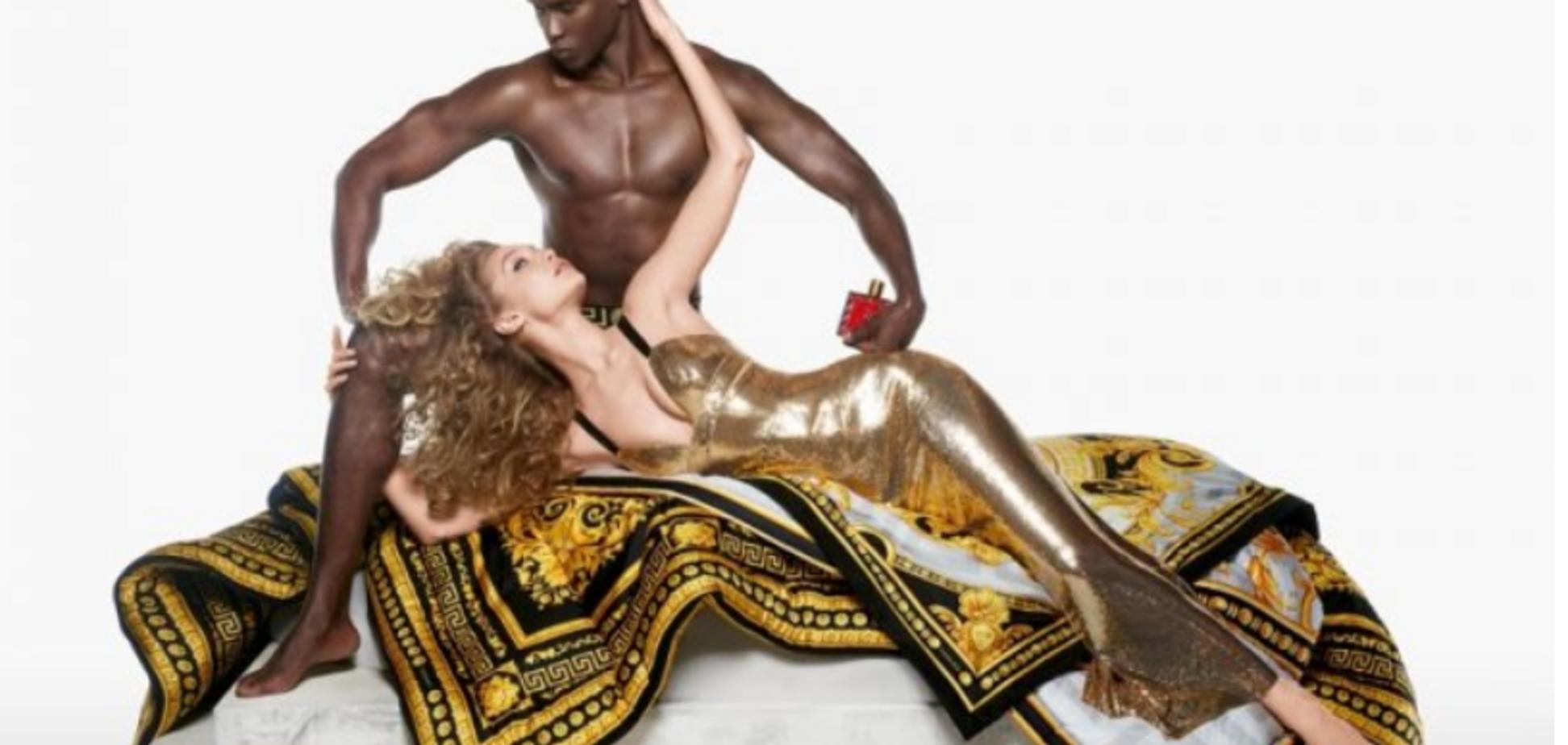 С оголенным мужчиной: самая дорогая модель мира пикантно прорекламировала культовый бренд