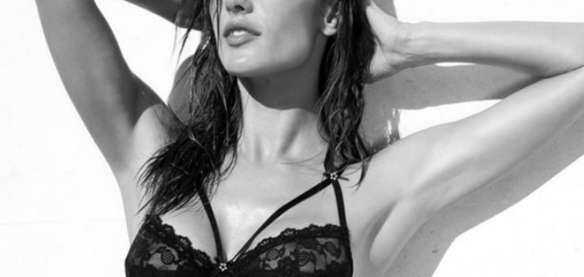 Популярная ''ангел'' Victoria`s Secret снялась без одежды: горячее видео