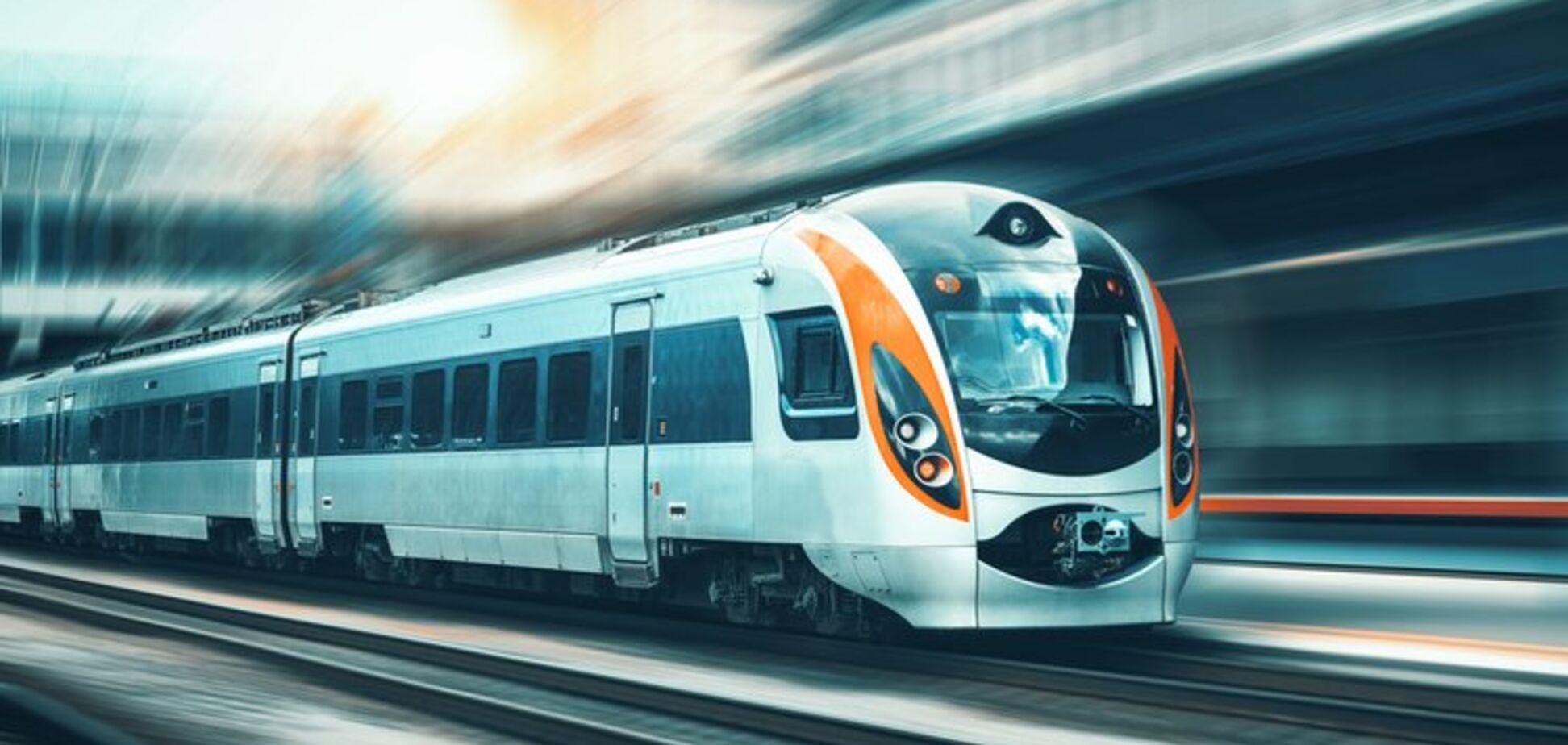 ''Укрзалізниця'' на свята додала додаткові потяги: названі напрямки