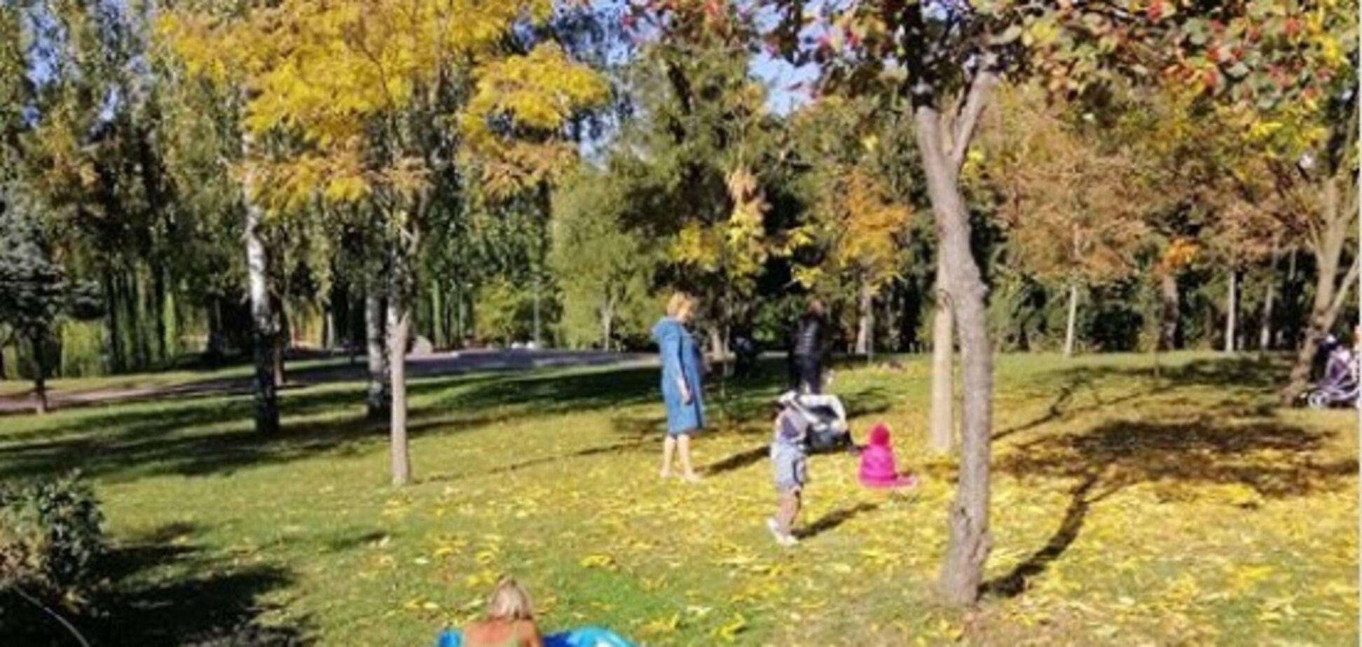 ''Зате не згорить'': у Києві помітили жінку в купальнику