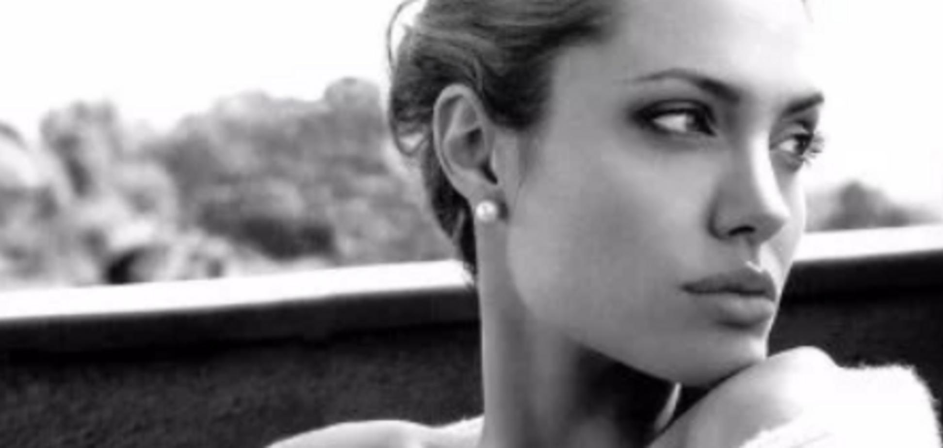 У Джолі роман із Кіану Рівзом? З'ясувалася правда