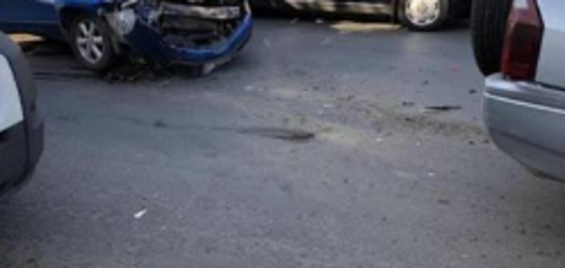 ''Тупые курицы!'' В Черновцах девушки устроили аварию в прямой трансляции Instagram