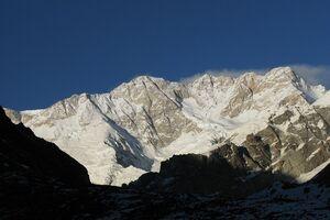 В Непале во время шторма на горе погибли 8 альпинистов