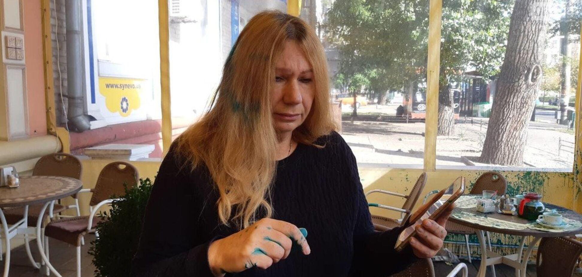 ''Слава Украине!'' Мать погибшей экс-регионалки Бережной облили зеленкой