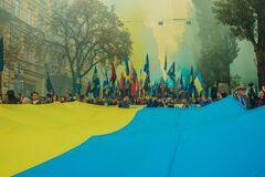 Киев утонул в дыму и огнях: появились захватывающие фото и видео с марша УПА