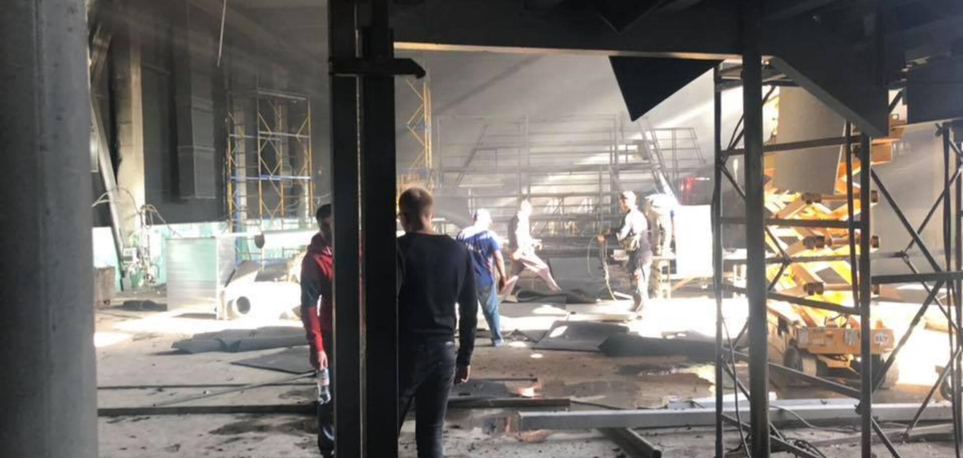 В Киеве вспыхнул пожар в здании нового канала Мураева: фото и видео