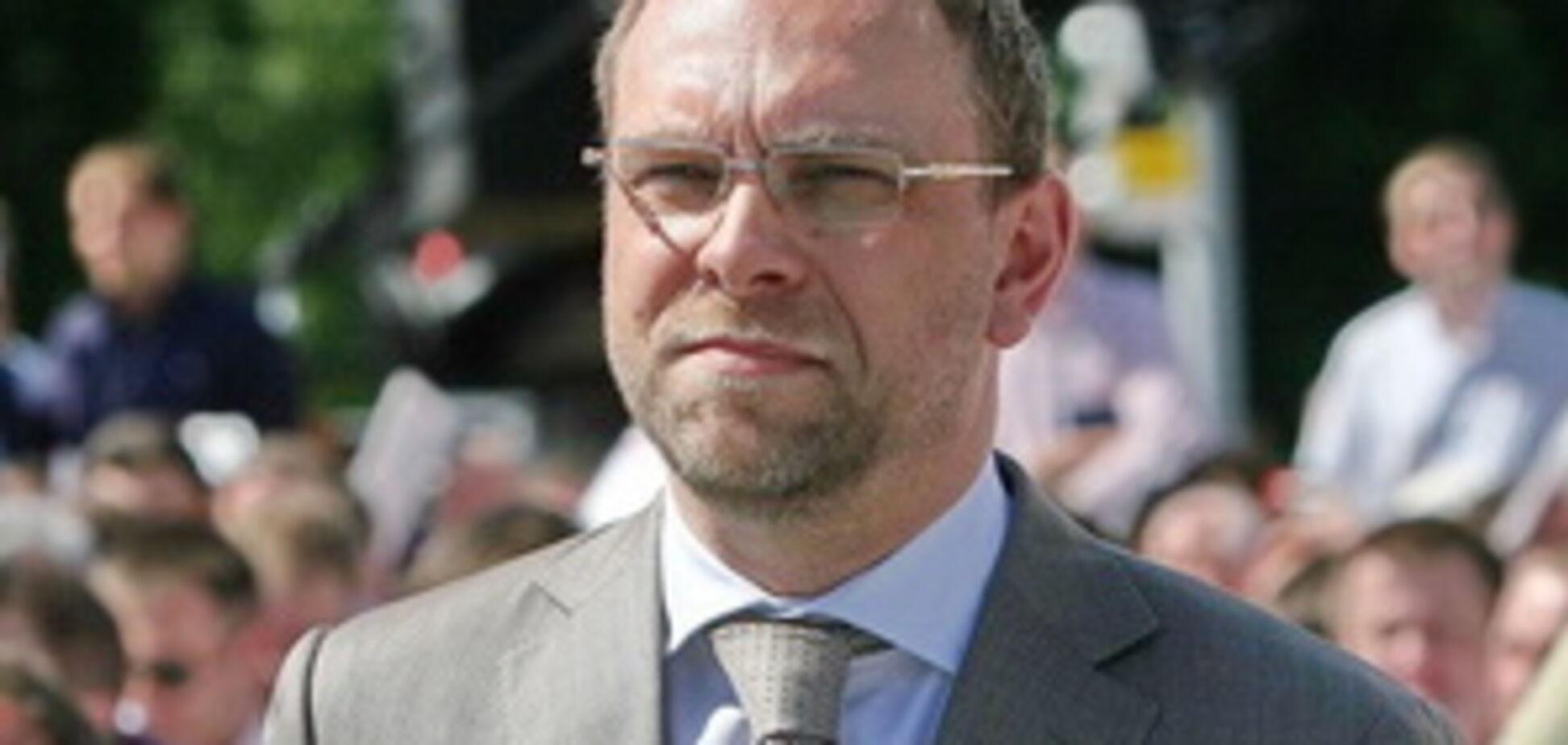 Украине не хватает средств на децентрализацию - Власенко